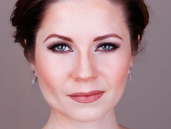 Angelina Jolie Inspired Makeup Tutorial 2