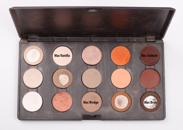 MAC eye shadows palette