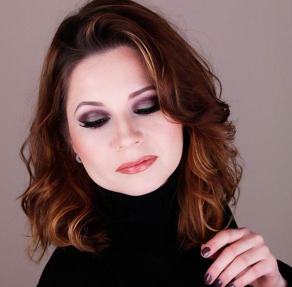 wearable purple green makeup,